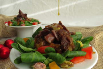 Ensalada templada de pato con cebolla caramelizada