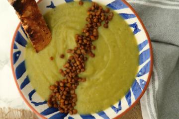 Crema de brócoli con lentejas especiadas