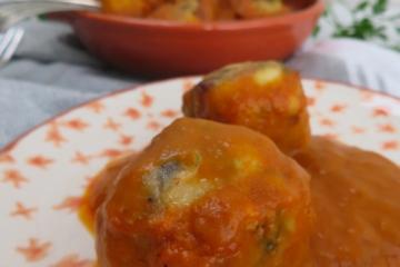 Albóndigas de bacalao con salsa piquillo