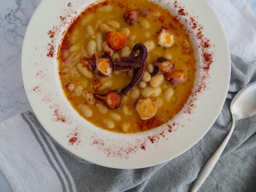 alubias-con-pulpo-pescados y legumbres-recetas para olla lenta -rootsandcook