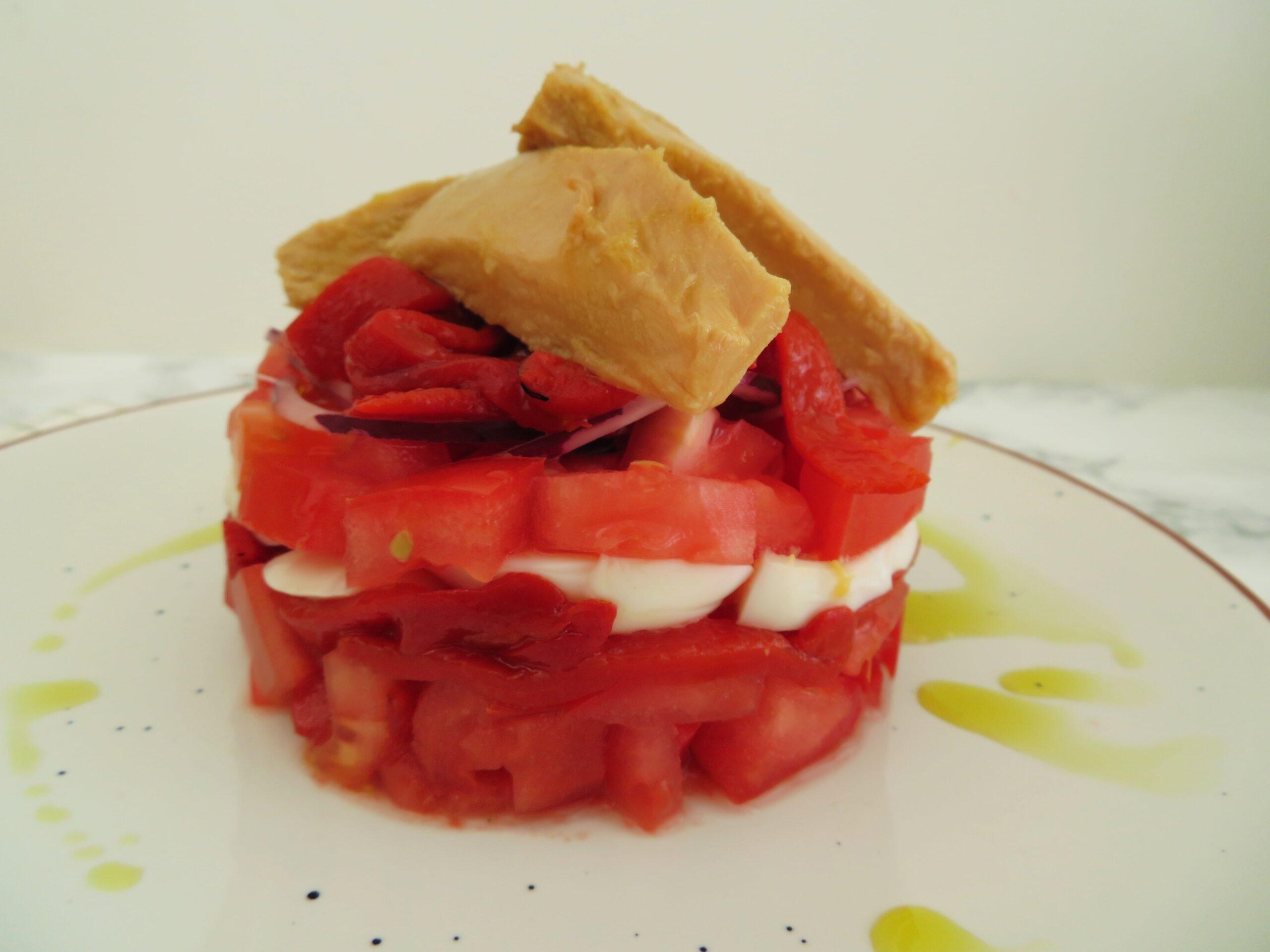 Bonito tomato piquillo salad - ensalada de bonito tomate piquillos