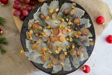 Cured-sea-bass-with-almonds-and-grapes_lubina-curada-con-uva-y-almendras-tostadas