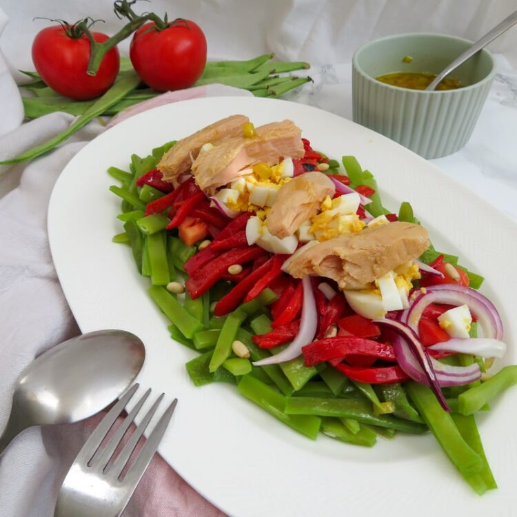 Green beans salad with mustard dressing